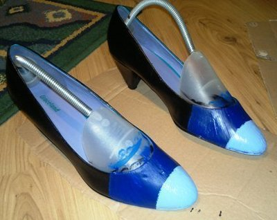 How to paint a pair of painted shoes. Nautical Kitten Heels - Step 3