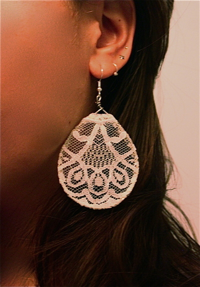 How to make a pair of lace earrings. Antique Lace Earrings - Step 6