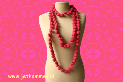 How to make a pom pom necklace. Quick To Make Pon Pon Crochet Neclace - Step 9