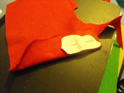 How to sew a fabric flower brooches. Felt Poppy - Step 6