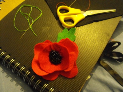 How to sew a fabric flower brooches. Felt Poppy - Step 11