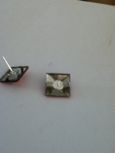 How to make a set of paper earrings. How To Color Studs - Step 4
