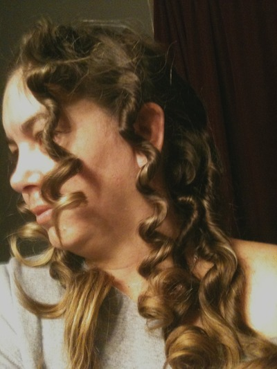 How to style a curly hairstyle / wavy hairstyle. Really Curly Hair - Step 4