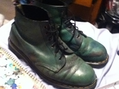 How to paint a pair of character shoes. Kirby Doc Martins - Step 1