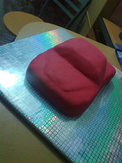 How to decorate a car cake. Car Cake - Step 4