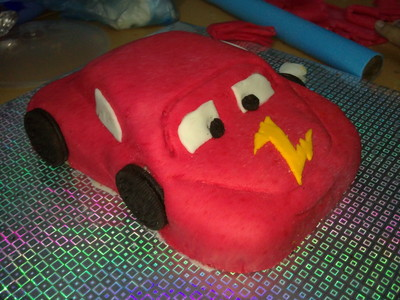 How to decorate a car cake. Car Cake - Step 6