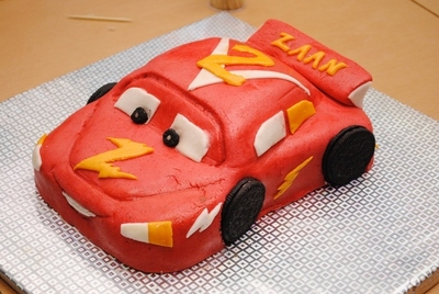 How to decorate a car cake. Car Cake - Step 7
