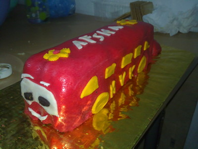 How to decorate a car cake. Car Cake - Step 8