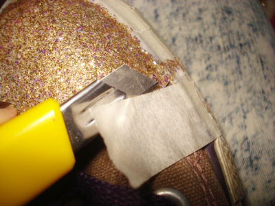 How to decorate a pair of glitter shoes. Glittery Sneakers - Step 7