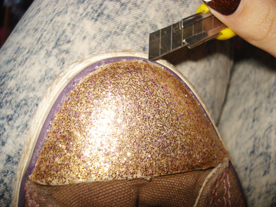 How to decorate a pair of glitter shoes. Glittery Sneakers - Step 9