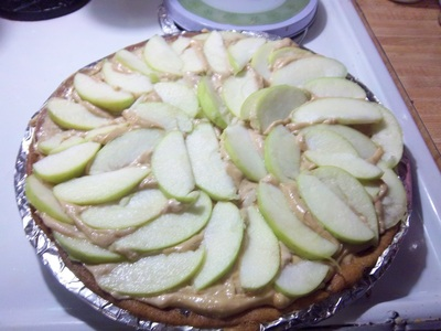 How to bake an apple pie. Carmel Apple Pizza  - Step 6