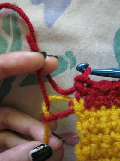 How to knit or crochet a stripy scarf. Gryffindor Scarf - Step 7