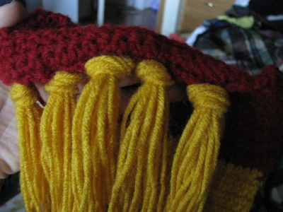 How to knit or crochet a stripy scarf. Gryffindor Scarf - Step 13