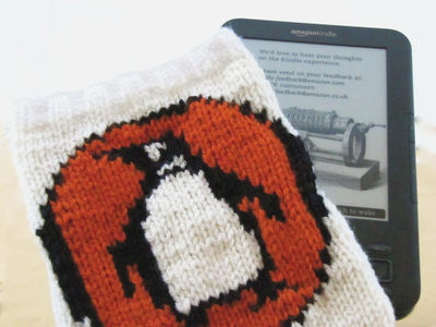 How to make a book cover. Knitted Penguin Books Book/Nook/Kindle Cover - Step 5
