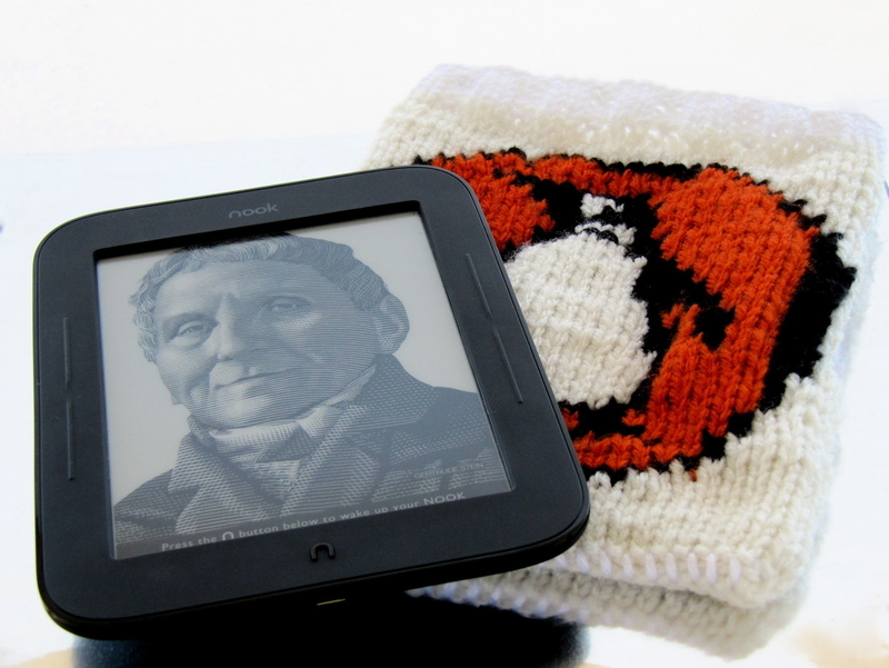 How To Make A Knitted Book Cover : Knitted penguin books book nook kindle cover · how to make