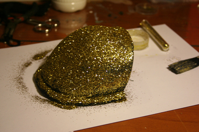 How to make a shoulder pad. Sequined Shoulder Pads/Epaulettes From An Old Bra - Step 9