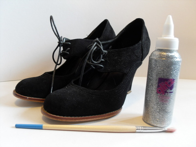 How to decorate a pair of glitter shoes. Sparkly Wedges - Step 1
