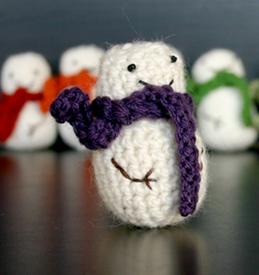 How to make a snowman plushie. Mini Crochet Snowman - Step 1