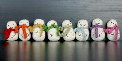 How to make a snowman plushie. Mini Crochet Snowman - Step 4