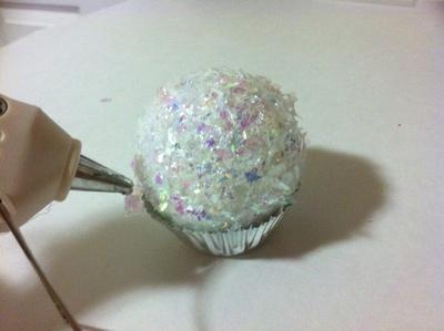 How to make a Christmas decoration. Cupcake Ornament - Step 6