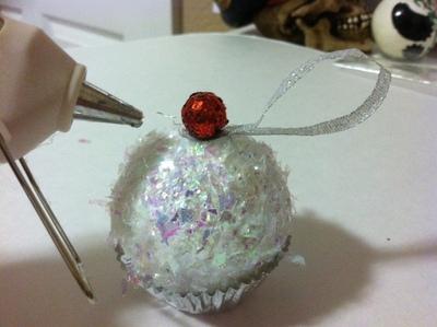 How to make a Christmas decoration. Cupcake Ornament - Step 8