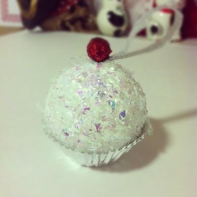 How to make a Christmas decoration. Cupcake Ornament - Step 9