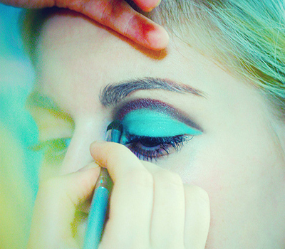 How to create a pin-up makeup look. Twiggy - Step 1