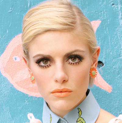 How to create a pin-up makeup look. Twiggy - Step 4