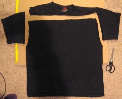 How to make a recycled cushion. Tshirt Pillow W/ Braided Edge - Step 1