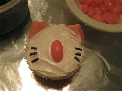 How to decorate an animal cake. Moogle Cupcakes - Step 6