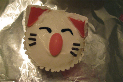 How to decorate an animal cake. Moogle Cupcakes - Step 7