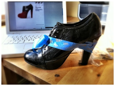 How to paint a pair of painted shoes. Diy Viktor & Rolf Red And Black Booties - Step 2