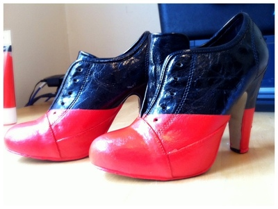How to paint a pair of painted shoes. Diy Viktor & Rolf Red And Black Booties - Step 6