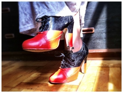 How to paint a pair of painted shoes. Diy Viktor & Rolf Red And Black Booties - Step 8