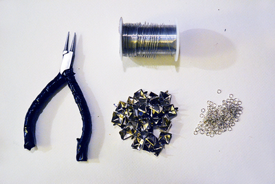 How to make a choker necklace. Diy Eddie Borgo Pyramid Stud Choker - Step 1