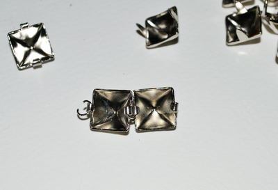 How to make a choker necklace. Diy Eddie Borgo Pyramid Stud Choker - Step 4