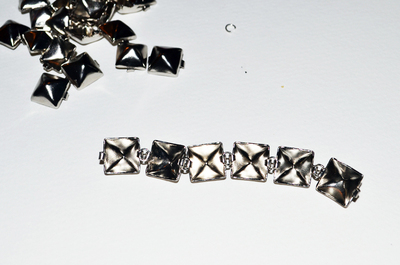 How to make a choker necklace. Diy Eddie Borgo Pyramid Stud Choker - Step 5