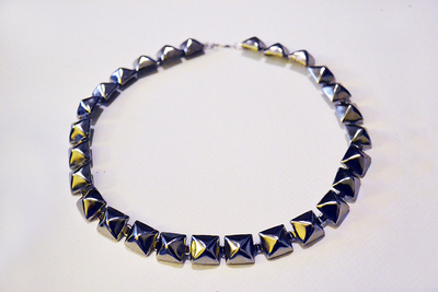 How to make a choker necklace. Diy Eddie Borgo Pyramid Stud Choker - Step 6