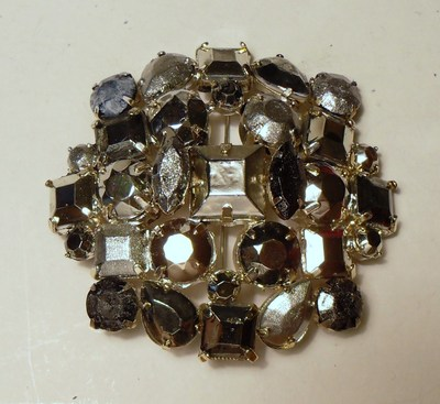 How to make a beaded brooch. Weekday Brooch - Step 3