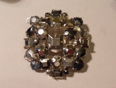 How to make a beaded brooch. Weekday Brooch - Step 5