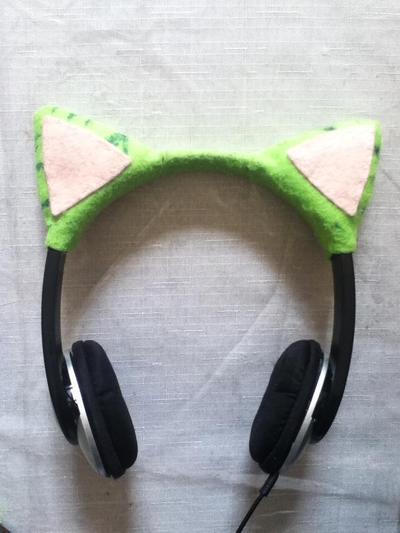 How to decorate headphones. I'm One Strange Kitty - Step 11