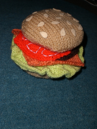 How to stitch a knit or crochet coaster. Knitted Burger Coaster Set - Step 5