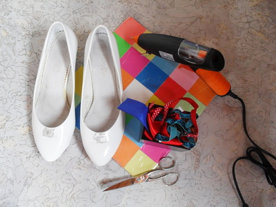 How to embellish a pair of ribbon shoes. Stripey Ribbon Shoes - Step 2