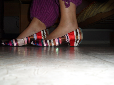 How to embellish a pair of ribbon shoes. Stripey Ribbon Shoes - Step 5