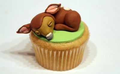 How to decorate an animal cake. Bambi Cupcake - Step 11