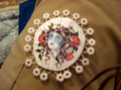 How to make a cameo. Temporary Tattoo Brooch - Step 5