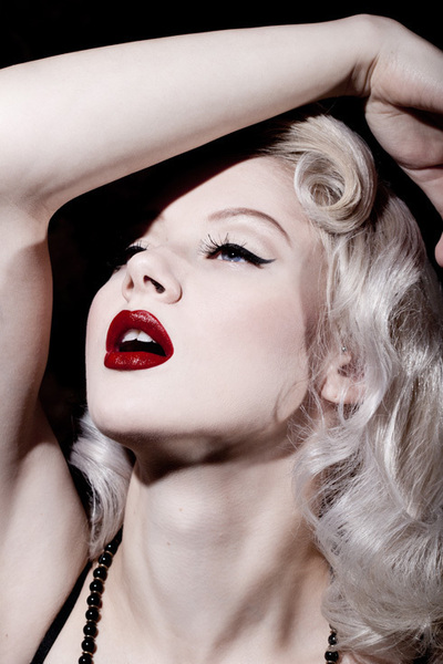 How to paint a red lip. Lip Noir - Step 1