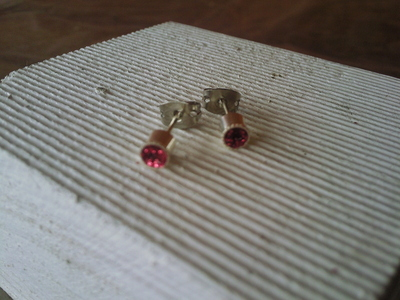 How to make a pair of recycled earrings. Tiny Glitter Studs - Step 7