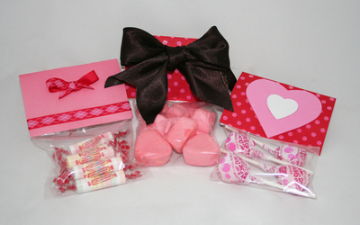 How to make packaging. Valentine's Day Candy Cellophane Treat Bags - Step 4