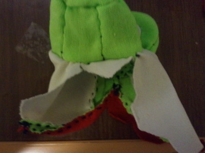 How to sew a fabric character charm. Yoshi Key Chain - Step 9